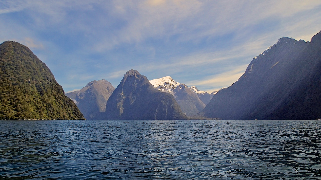 Rare sunny day in Milford Sound where they get 7-10m of rain a year