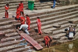 Worshipers at Pashupatinath Temple (Kathmandu, Nepal)